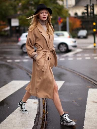 пальто и кеды